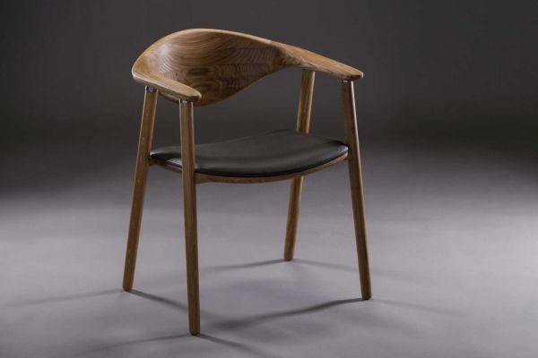 Artisan Naru Stuhl - Breite: 59 cm x Tiefe: 55 cm x  Höhe: 79 cm - in verschiedenen Holzarten - front view1