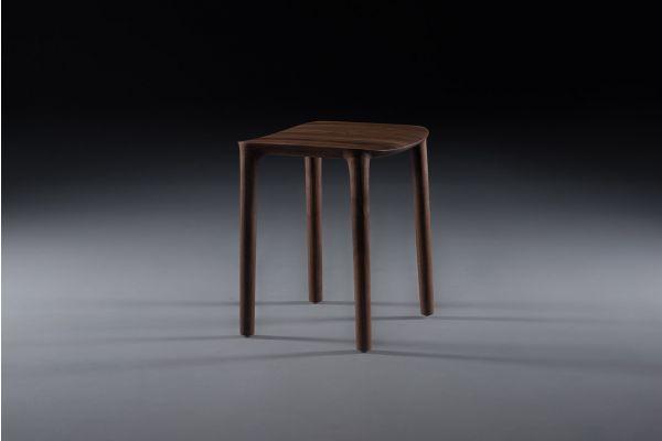 Artisan Neva Hocker - Breite: 39 cm x Tiefe: 41 cm x Höhe: 45 cm - in verschiedenen Holzarten - front view1