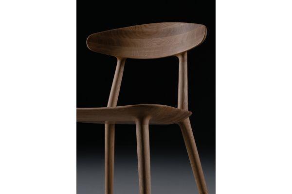 Artisan Wu Stuhl - Breite: 53 cm x Tiefe: 50 cm x Höhe: 80 cm - in verschiedenen Holzarten - front view1